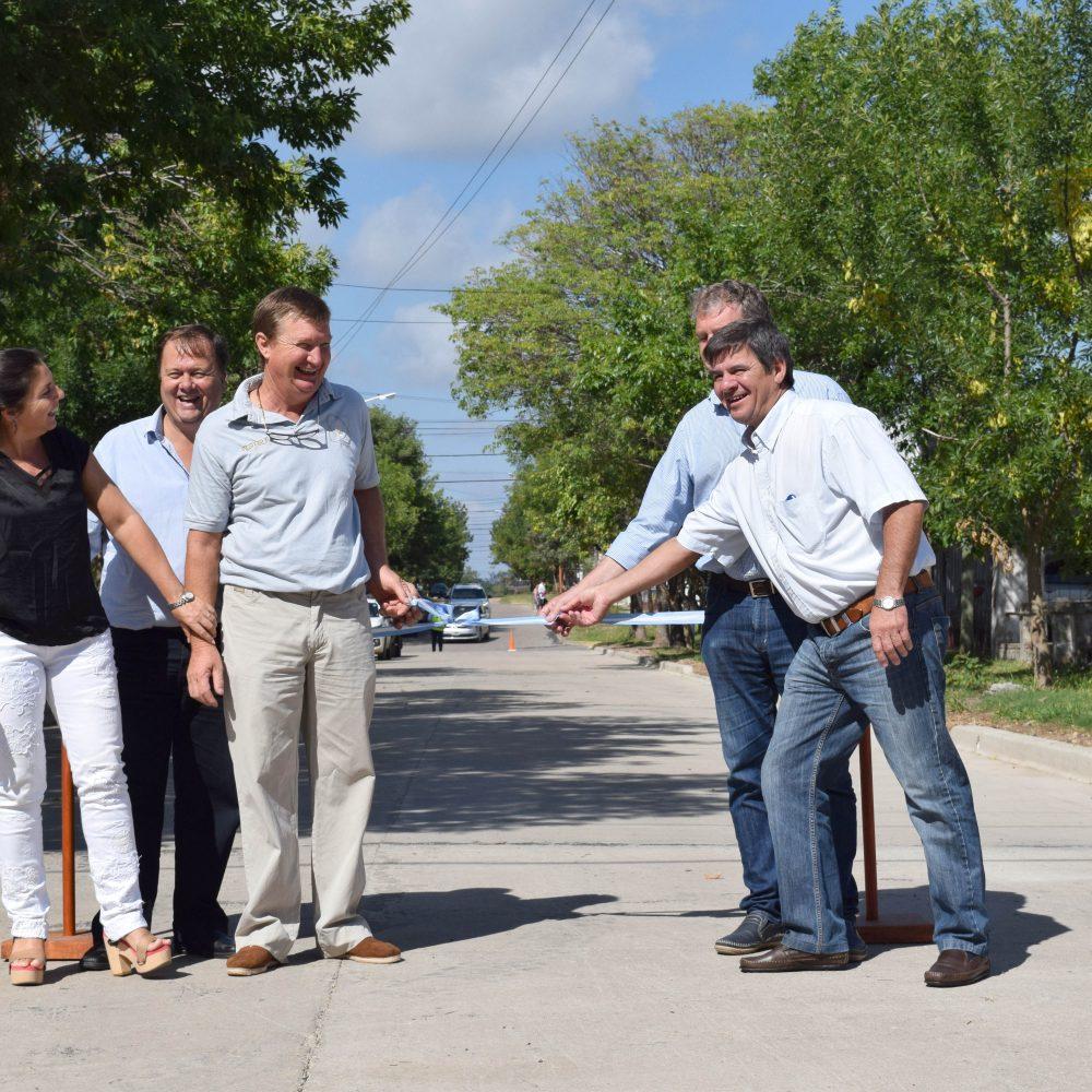 El Gobierno de Chajarí inauguró seis nuevas cuadras de pavimento en Barrio San Clemente