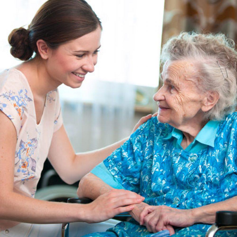 El Municipio abrió un registro de personas que trabajan con adultos mayores y personas con discapacidad