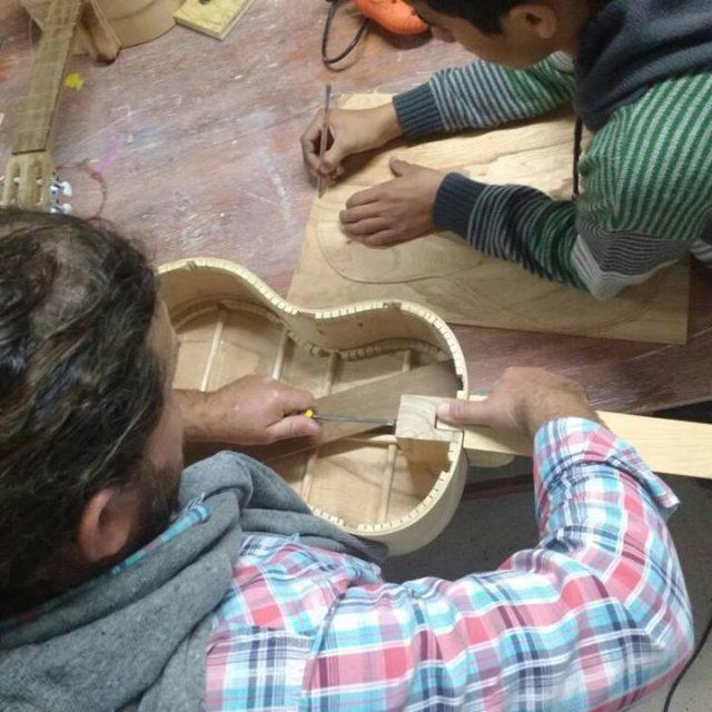 Comenzaron las inscripciones para los talleres de Cerámica y Fabricación de guitarras